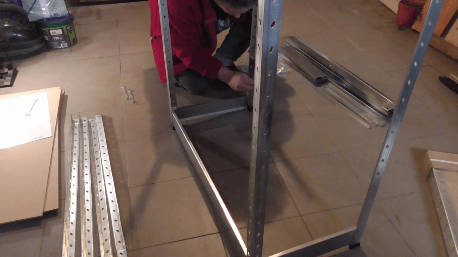 montaż regału metalowego