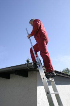 Wejście na dach płaski drabina przystawna fot. Krause