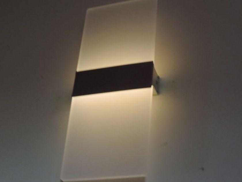 Lampa LED świeci po wyłączeniu prądu