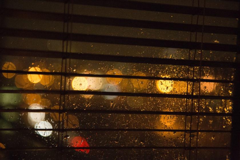 Rolety okienne - ochrona przed światłem słonecznym