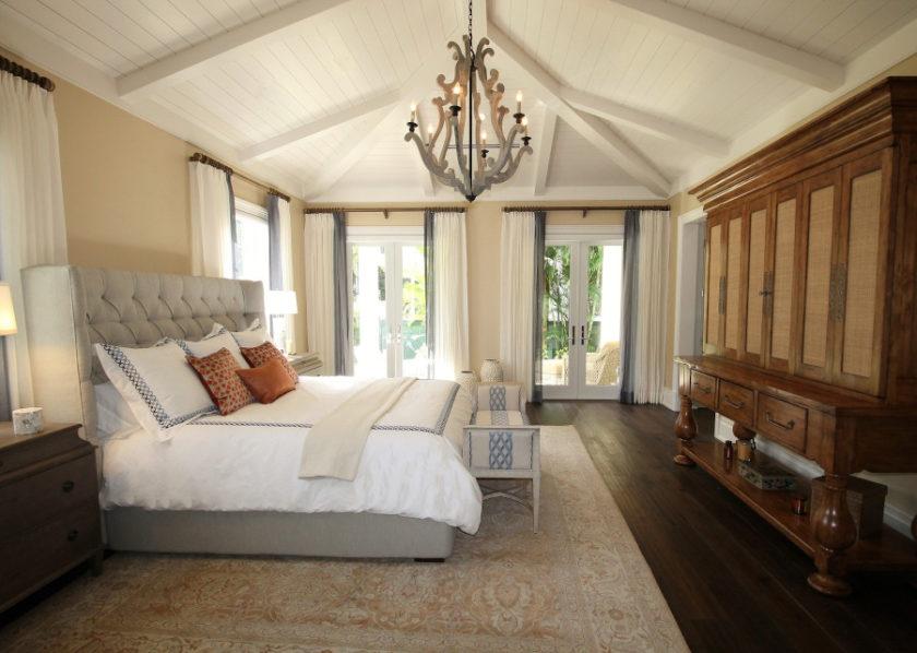 Łóżka tapicerowane – dlaczego warto je wybrać? Poznaj ich najważniejsze zalety!