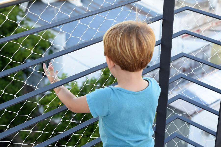 Zabezpieczenie balkonu siatką